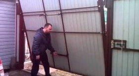 Монтуємо підйомно-поворотні ворота для гаража своїми руками